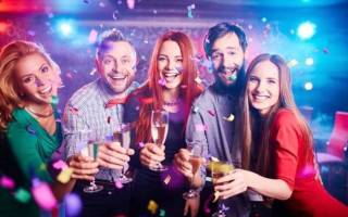 Веселые приколы на Новый год 2020: Как устроить нескучный праздник для корпоратива или семейного торжества?