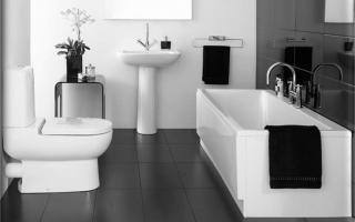 Стильный дизайн черно-белой ванной