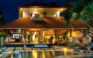 Каменная усадьба: роскошая вилла с садом и бассейном