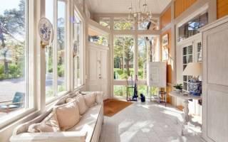 Как пристроить к дому стеклянную веранду: реальный пример