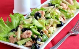 Легкий салат с консервированным тунцом